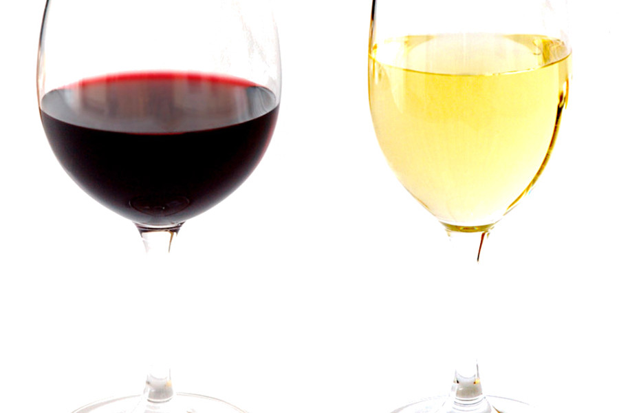 High_contrast_wine_glasses